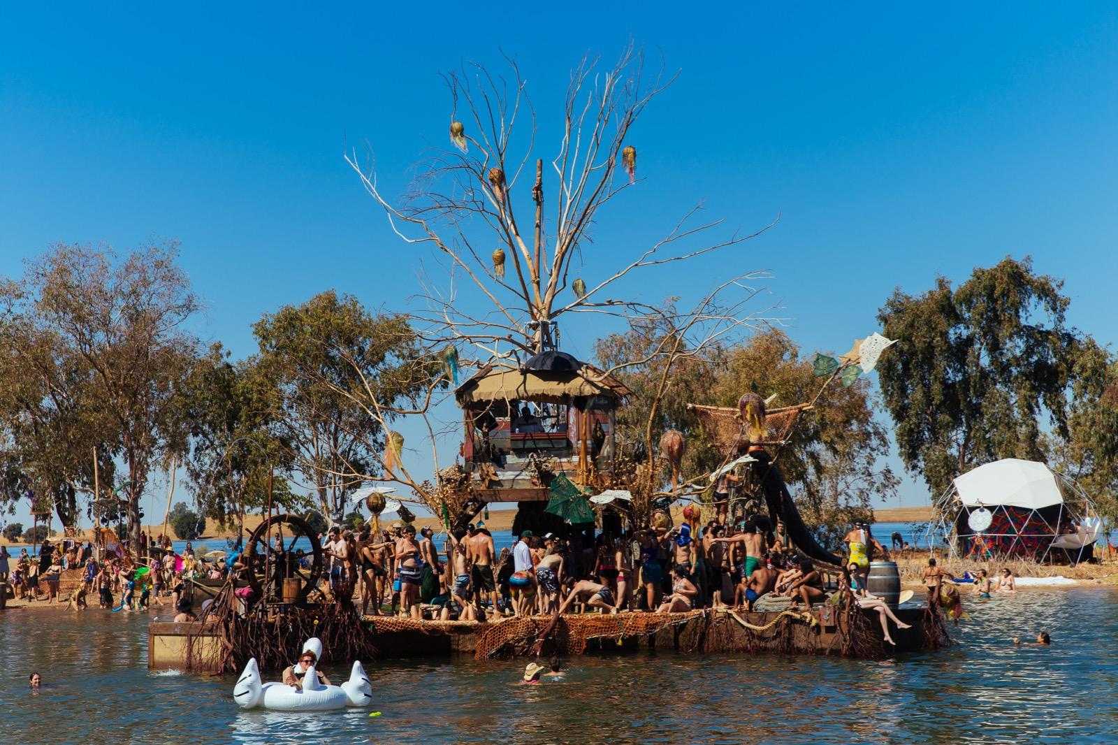 Symbiosis Gathering 2015 Drift Art Boat