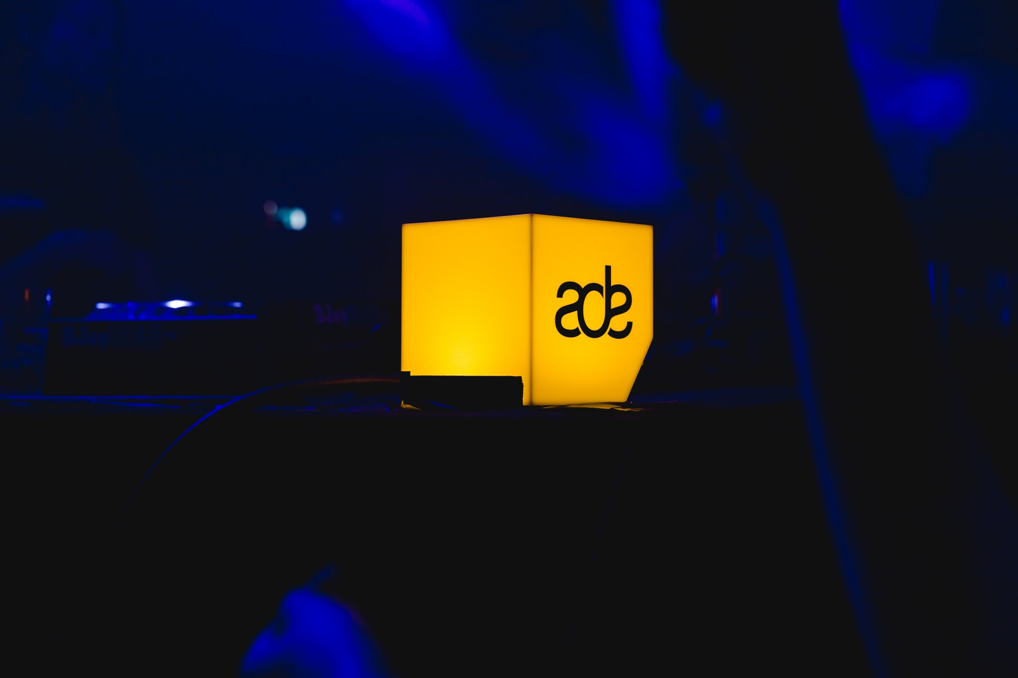 ADE 2018 Yellow Logo Light