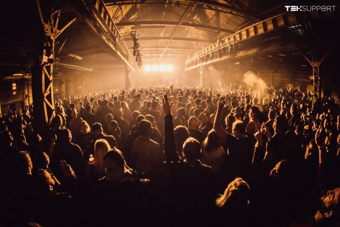 Teksupport Crowd